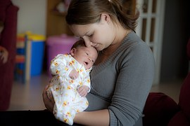 mother-and-small-baby-1290405__180